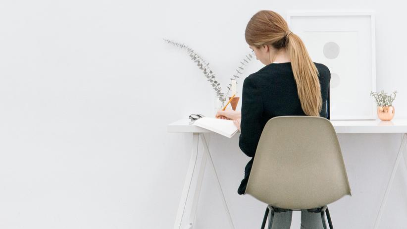 Schon als Berufsanfängerinnen treffen viele Frauen – meist zusammen mit ihrem Partner – Lebensentscheidungen so, dass die Frau später finanziell schlechter dasteht.