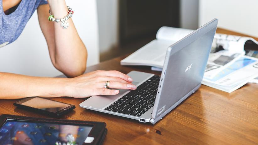 Bundesfinanzhof: Auch Selbständige können ein häusliches Arbeitszimmer unter bestimmten Voraussetzungen von der Steuer absetzen.
