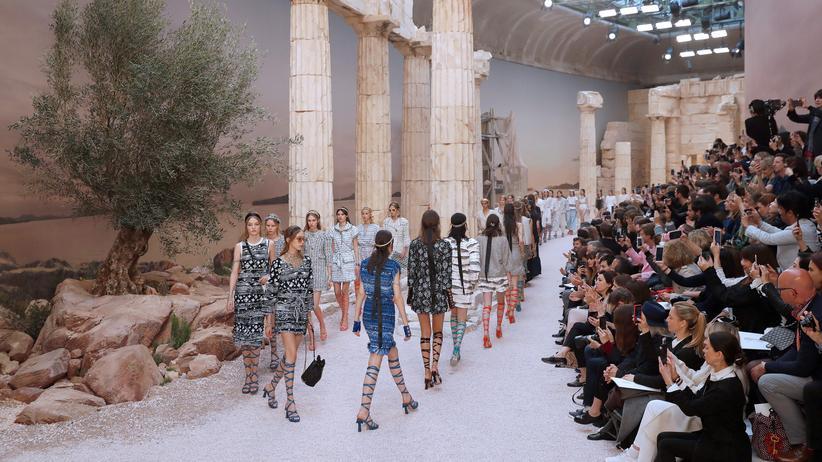 Frankreich: Models auf dem Laufsteg des Grand Palais in Paris