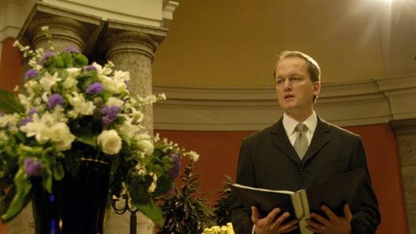 """""""Die Intensität der Trauer ist nicht vom Alter des Verstorbenen oder seiner Angehörigen abhängig."""" Frithjof Laaser bei der Arbeit"""