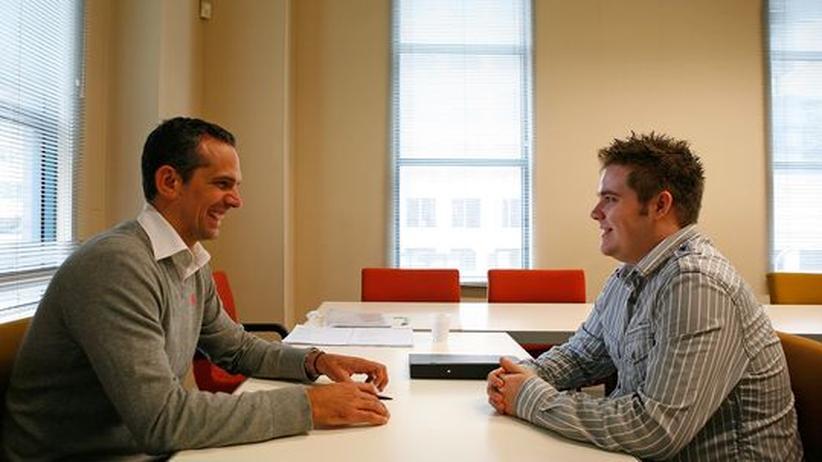 Zwei Männer im Job-Gespräch