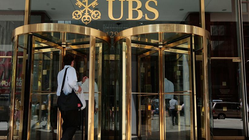 Etikette: Schweizer Bank schreibt Mitarbeiterinnen Farbe der Unterwäsche vor