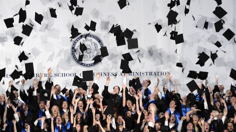 Promotion: Ein Doktortitel bringt mehr Geld und Prestige