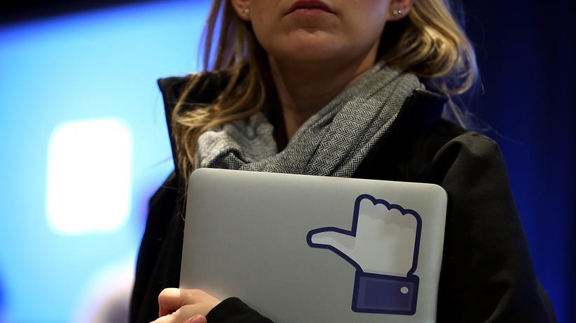 """Notebook mit dem """"Like""""-Symbol von Facebook"""