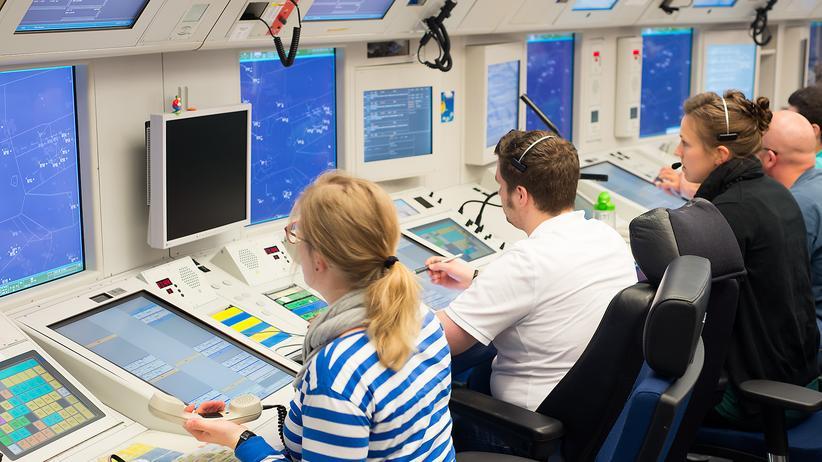 Centerlotsen in der Bremer Kontrollzentrale