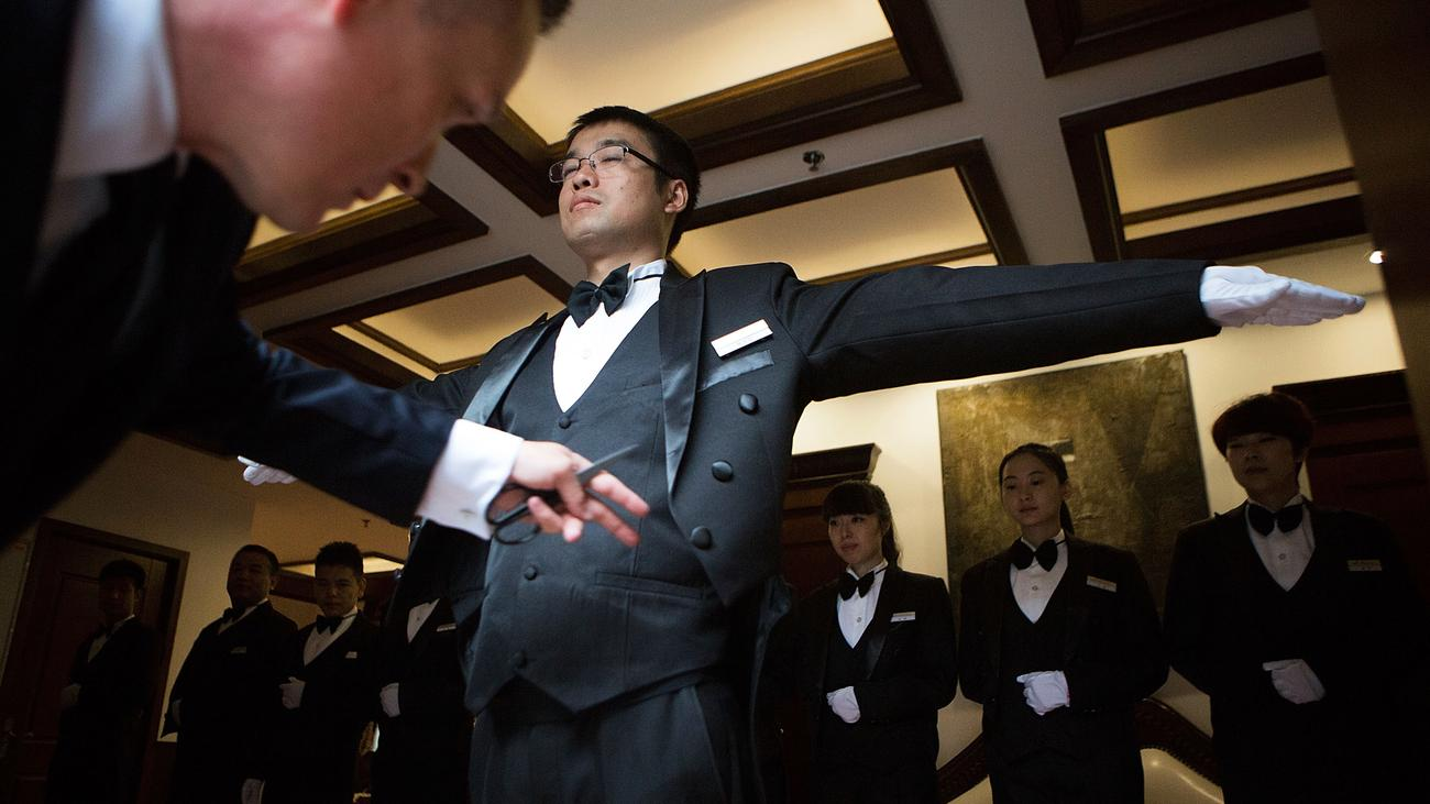 Butler alltagshilfe f r chinas high society zeit online for Butlers hamburg