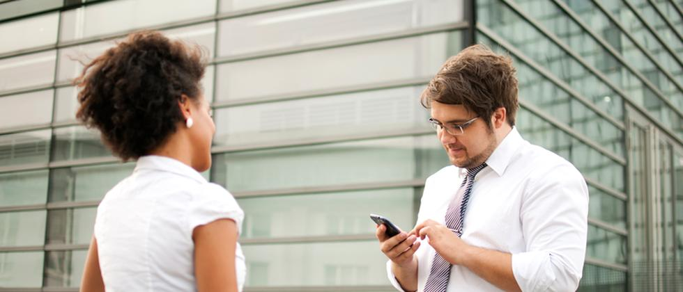 Beim Jobsharing teilen sich zwei Kollegen eine Position untereinander auf – das gibt mehr Spielraum zum flexiblen Arbeiten.