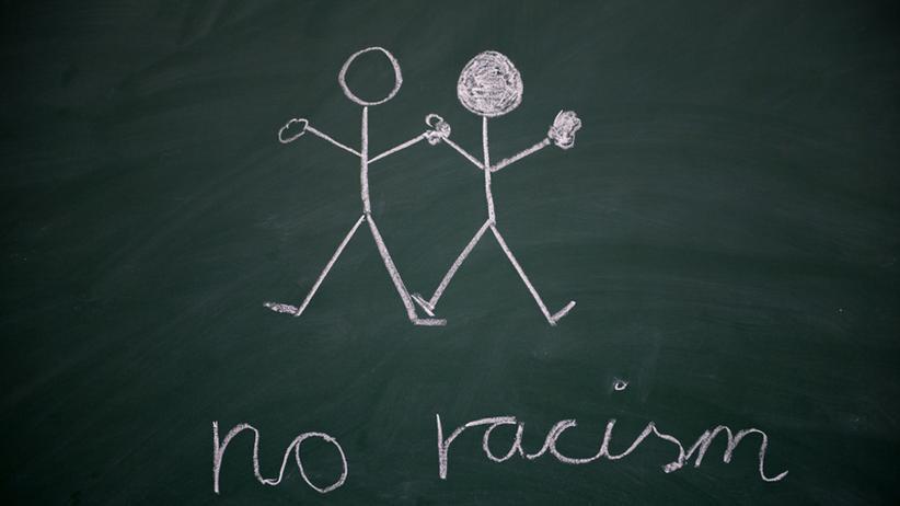 Ausländerfeindlichkeit und Rassismus sollte kein Arbeitgeber dulden, sondern sofort handeln, wenn er solche Äußerungen im Betrieb bemerkt, rät Rechtsanwalt Ulf Weigelt.