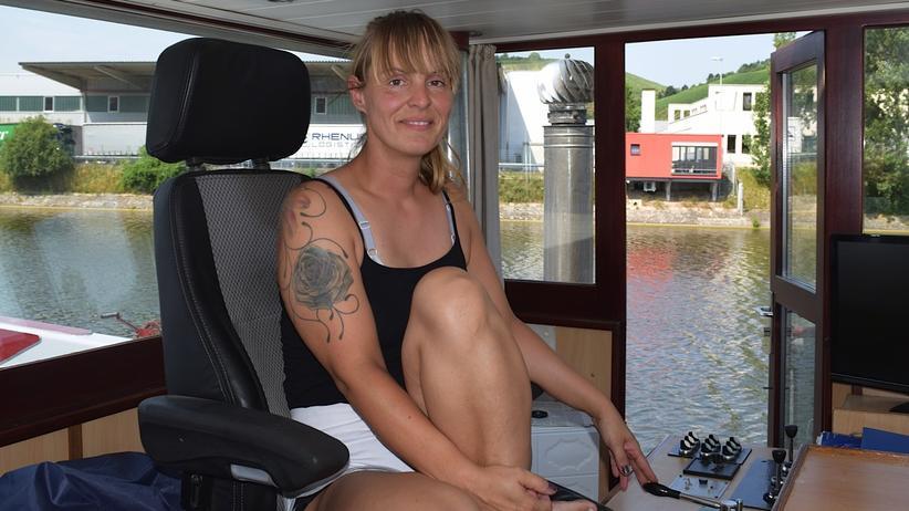 Auf ihrem Schiff arbeiten nur Frauen: Binnenschifferin Claudia Hein