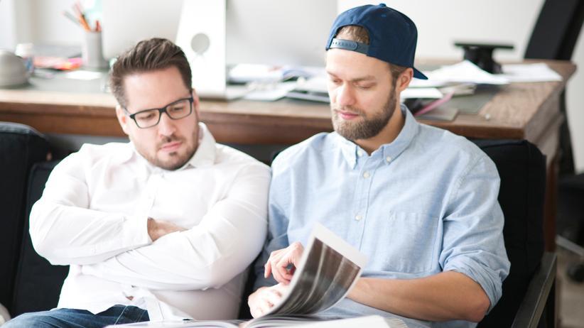 Wird ein Mitarbeiter aus dem Team heraus in eine Führungsposition ohne Vorgesetztenfunktion befördert, sollte der nächsthöhere Vorgesetzte diese Personalie den Kollegen genau erläutern.