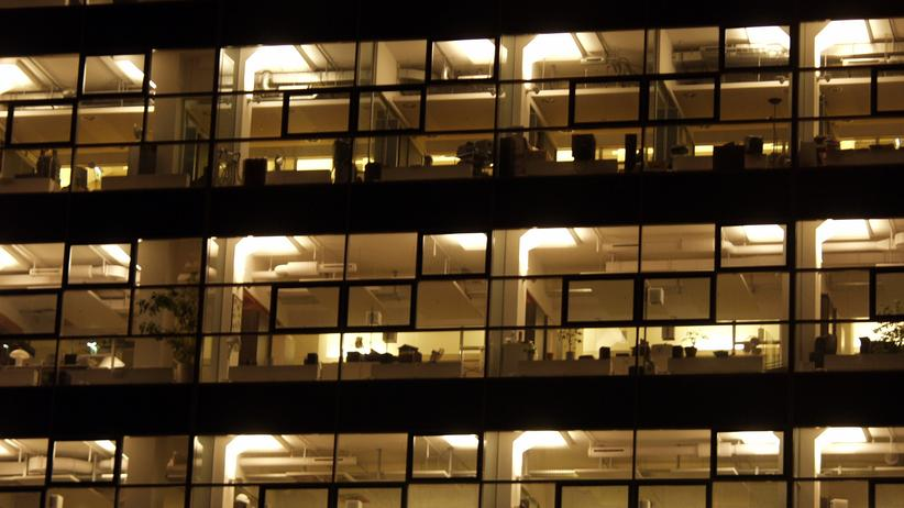 Jeder vierte Erwerbstätige hierzulande arbeitet regelmäßig zwischen 18 und 23 Uhr, hat das Statistische Bundesamt festgestellt.