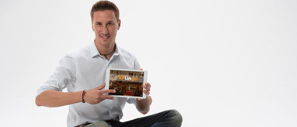 Der Unternehmensgründer Ingo Ehrle hat mit seinem Partner ein Computerspiel entwickelt, mit dem man spielerisch Fremdsprachen lernen soll.