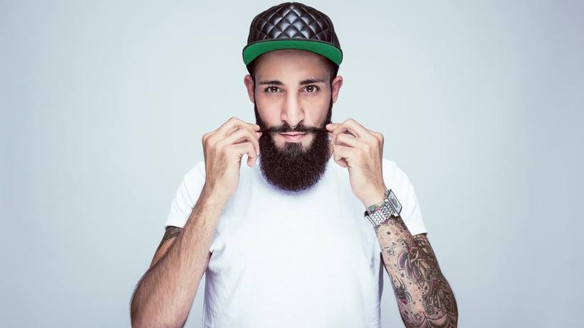 """Barbier: Seit zwei Jahren ist Agrie Ahmad Vollbartträger. Weil er keinen Barbier fand, entwickelte er kurzerhand die Marke """"Bartmann""""."""