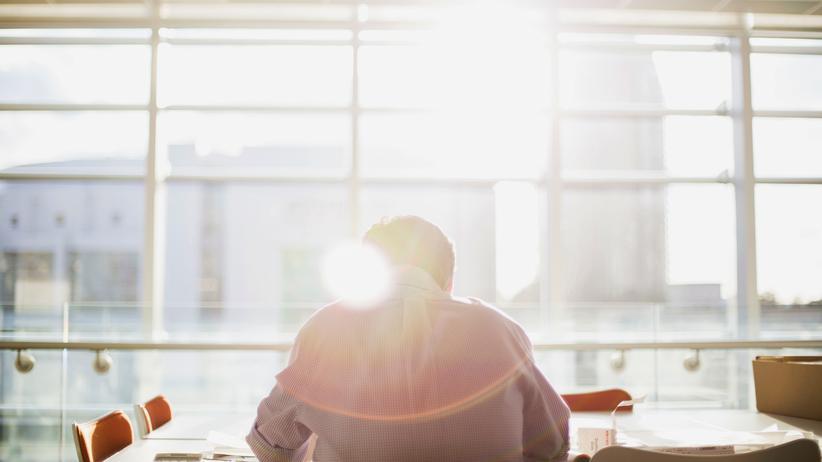 Laterale Führung: Mit lateralem Management ist ein Führungsansatz gemeint, bei dem die einzelnen Mitarbeiter mehr Verantwortung erhalten.