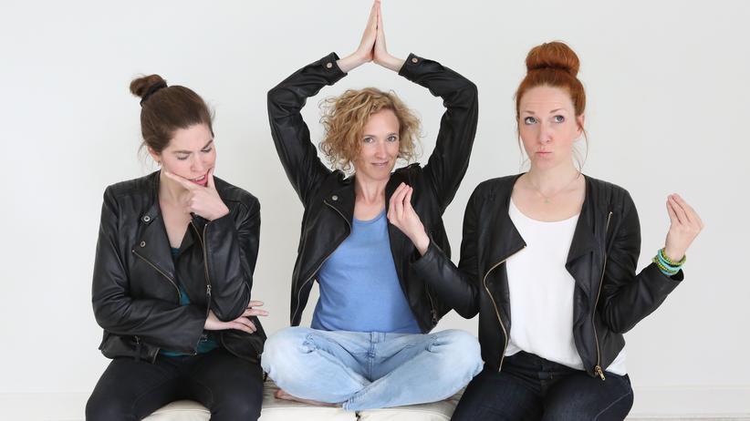 Die Trainerinnen von Pausenkicker versprechen Teams mehr Entspannung durch Yoga-, Gedächtnis- und Stimmübungen.
