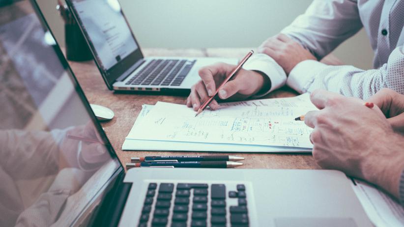 WeiterbildungBetriebliche Weiterbildungen sind Untersuchungen zufolge dann erfolgreich, wenn sie auf den konkreten Arbeitsalltag der Mitarbeiter ausgerichtet sind.