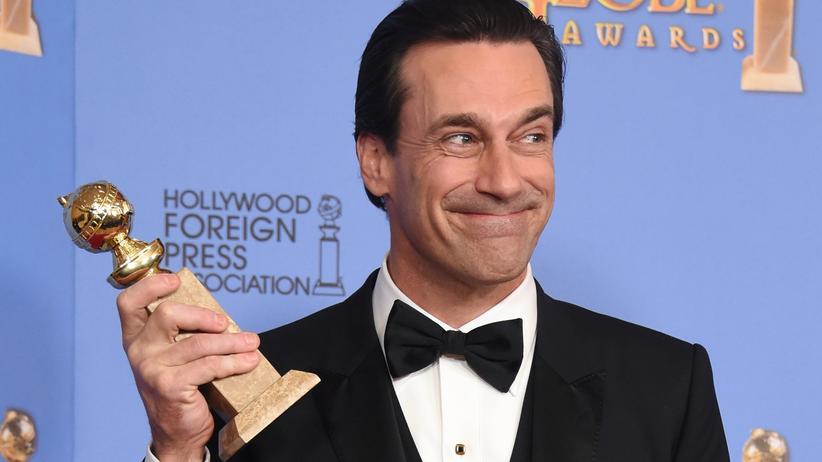 """Der Schauspieler Jon Hamm posiert bei der Verleihung der Golden Globes im Januar 2016, wo er für seine Rolle als Don Draper in der Serie """"Mad Men"""" ausgezeichnet wurde."""