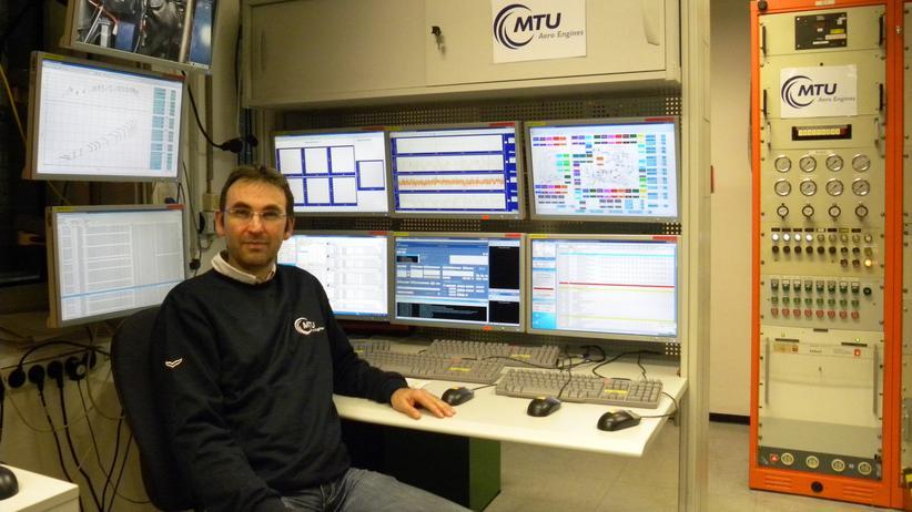 Luft- und Raumfahrttechnik-Ingenieur: Timo Metzler am Prüfstand