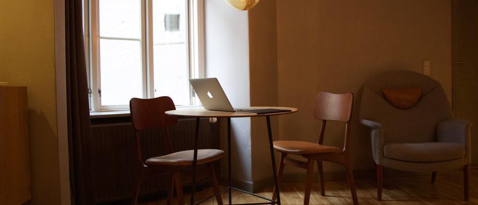 Fremde Menschen zum Arbeiten in die eigene Wohnung einladen? Das ist das Konzept von Hoffice.