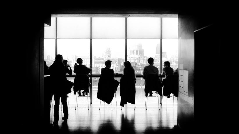 Netzwerken: Studien zeigen, dass sich viele Menschen beim aktiven Netzwerken unwohl fühlen.