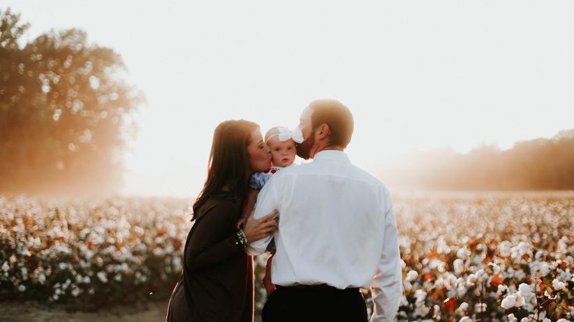 Job und Familie: Familienglück: Zeit für die Familie – das wünschen sich wohl alle berufstätigen Eltern. Tatsächlich leiden die meisten unter Dauerstress.