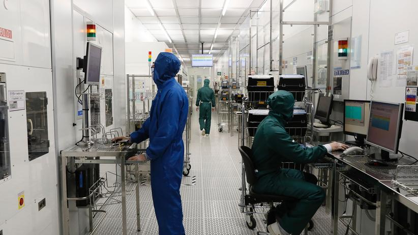 Mikrotechnologe: Staubkorn unerwünscht: In der Halbleiterindustrie ist absolute Sauberkeit unverzichtbar.