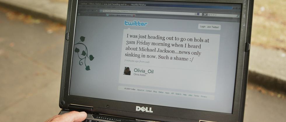 Der Computerbildschirm zeigt einen Twitter-Account