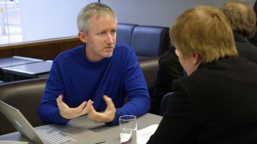 Ein Mann in einem Bewerbungsgespräch