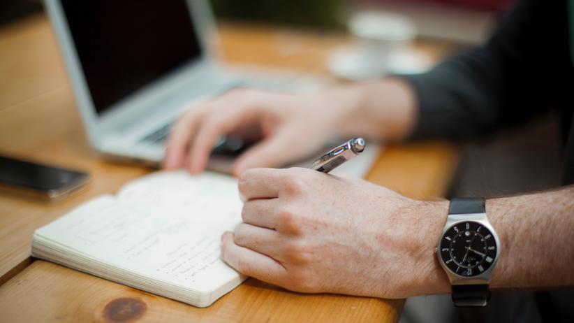 Bewerbungsanschreiben: Individuelle Anschreiben verfassen, die nur eine Seite lang sind? Das empfiehlt Karriereberaterin Maja Skubella.