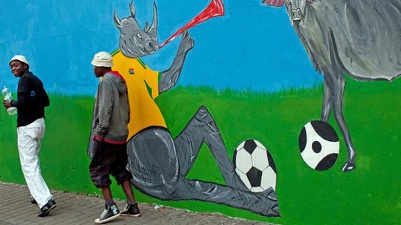 Theater in Afrika: Eine Malerei zur WM auf einer Mauer in Hillbrow, Johannesburg. Wird sich die Welt nur an dieses Bild Südafrikas erinnern?