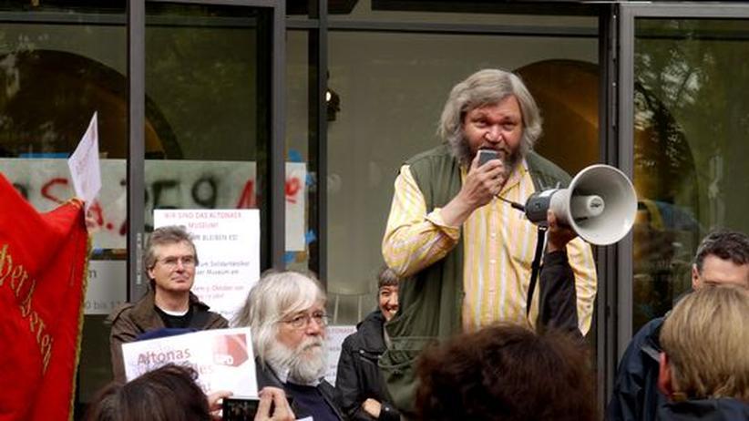 Kulturpolitik: Prof. Torkild Hinrichsen spricht sich bei einer Protestveranstaltung für die Erhaltung des Altonaer Museums aus