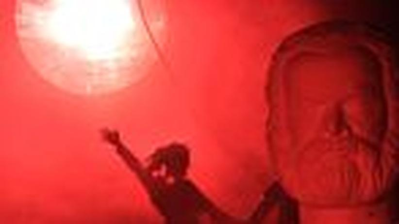 Deutsches Theater: Sozialismus kaputt, Deutschland ganz