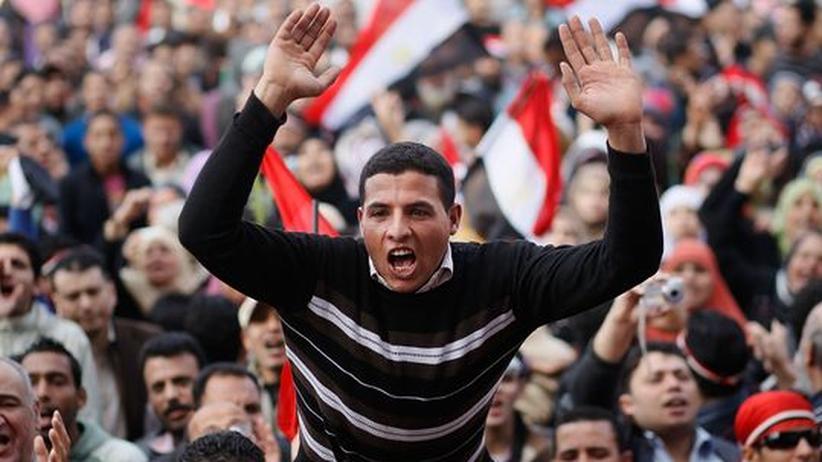 Revolution in Ägypten: Junge Ägpyter feiern am 12. Februar auf dem Tahrir-Platz in Kairo den Rücktritt des Präsidenten Hosni Mubarak