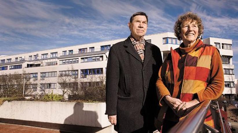 Wohnen in Deutschland: Hansjürgen und Bärbel Ristow und ihr Wohnblock im Berliner Rollberg-Kiez