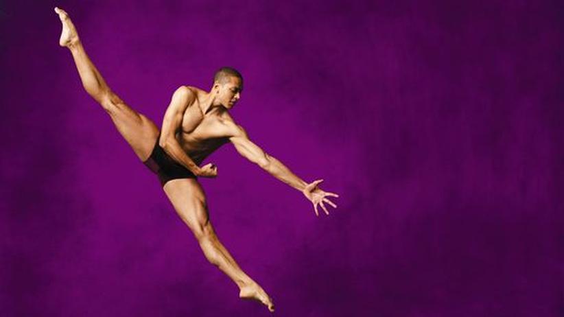 Alvin-Ailey-Gruppe: Ein Tänzer der legendären Alvin Ailey-Gruppe; um alle Bilder der Fotostrecke zu sehen, klicken Sie bitte auf das Bild