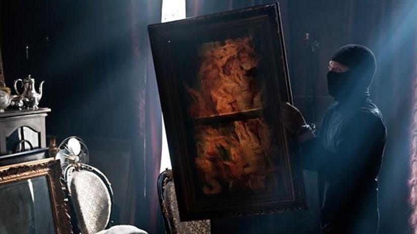 """""""Headhunters"""": Roger Brown (Aksel Hennie) beim Diebstahl des Rubens-Bilds aus der Wohnung seines Klienten Clas Greve"""
