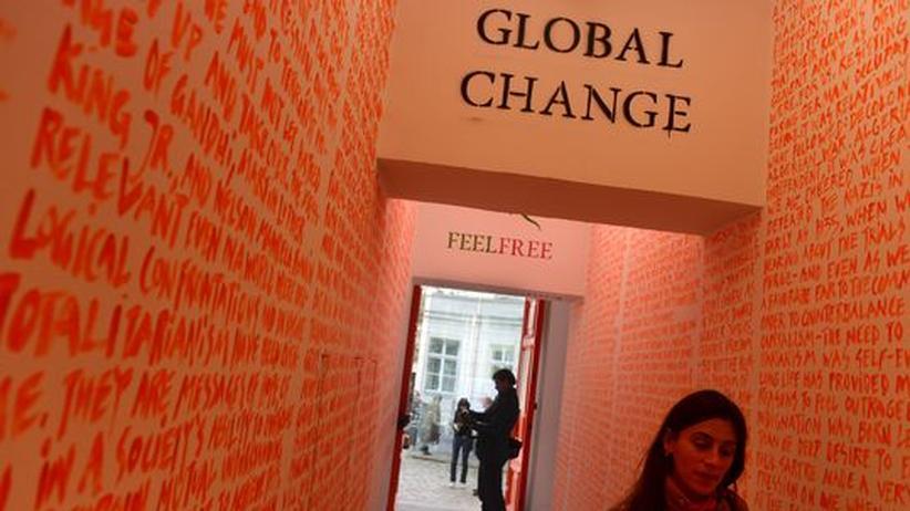 Berlin Biennale: Die Ohnmacht der Parolenpinsler