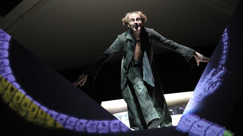 """Schauspiel Frankfurt: Der """"Faust"""" als grell bebildertes Roadmovie"""