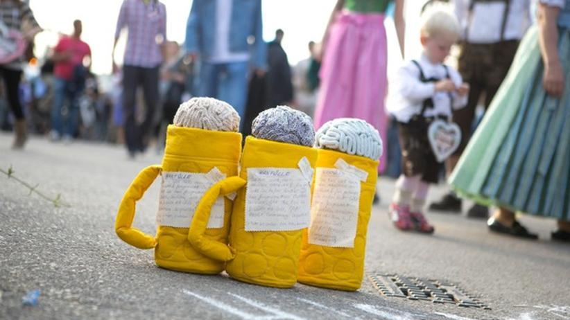 Street Art: Drei Maß Hirn auf dem Oktoberfest