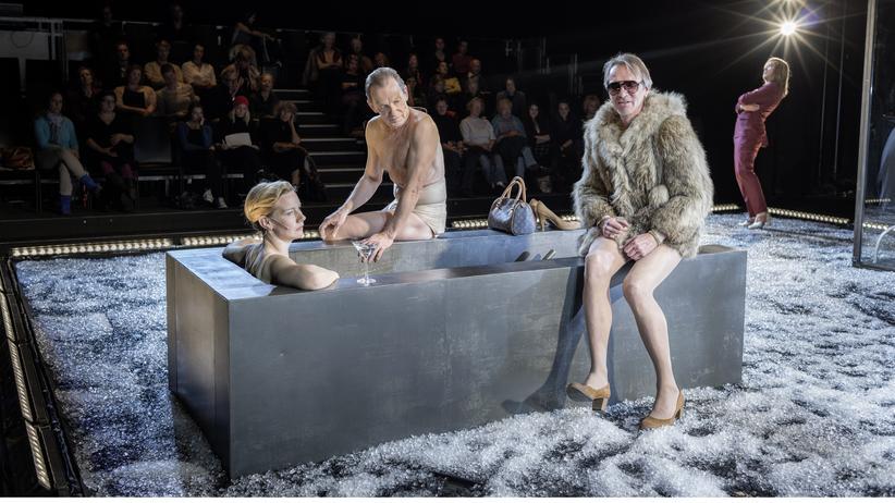 Berliner Theatertreffen: Die singende Einkaufstüte