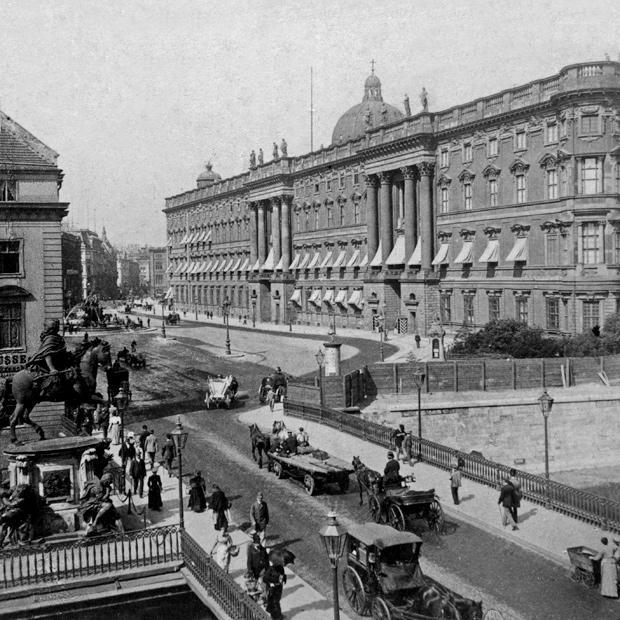 Berliner Stadtschloss Ein Balkon Für Kaiser Und Sozialisten Zeit