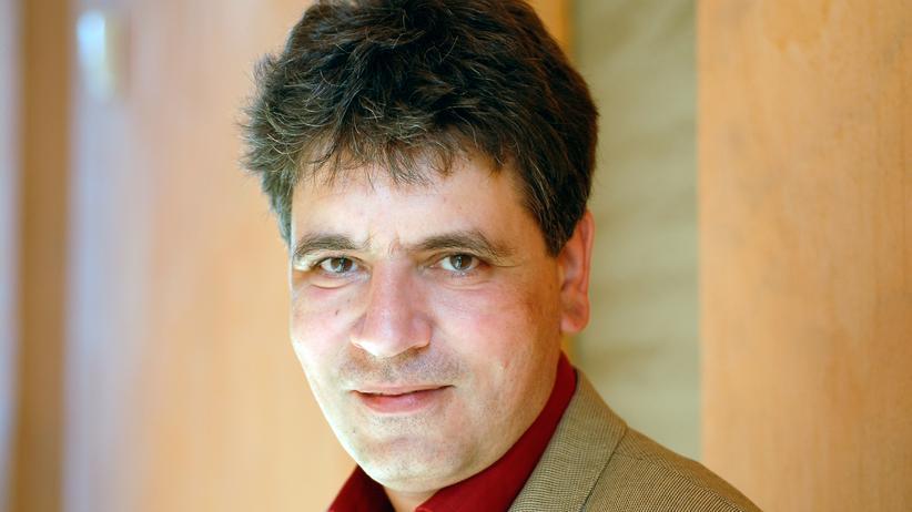 """Die Zukunft der Literatur : Marcel Beyer, geboren 1965, wurde bekannt durch seinen Roman """"Flughunde"""" (1995). 2008 erschien sein Roman """"Kaltenburg"""", jüngst der Gedichtband """"Graphit"""". Beyer wurde vielfach ausgezeichnet. Allein in diesem Jahr mit dem Kleist- und dem Oskar Pastior Preis."""