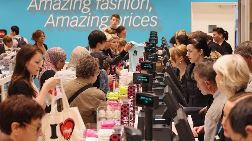 Primark-Shopping: Jagd nach textilen Erlösungsmitteln