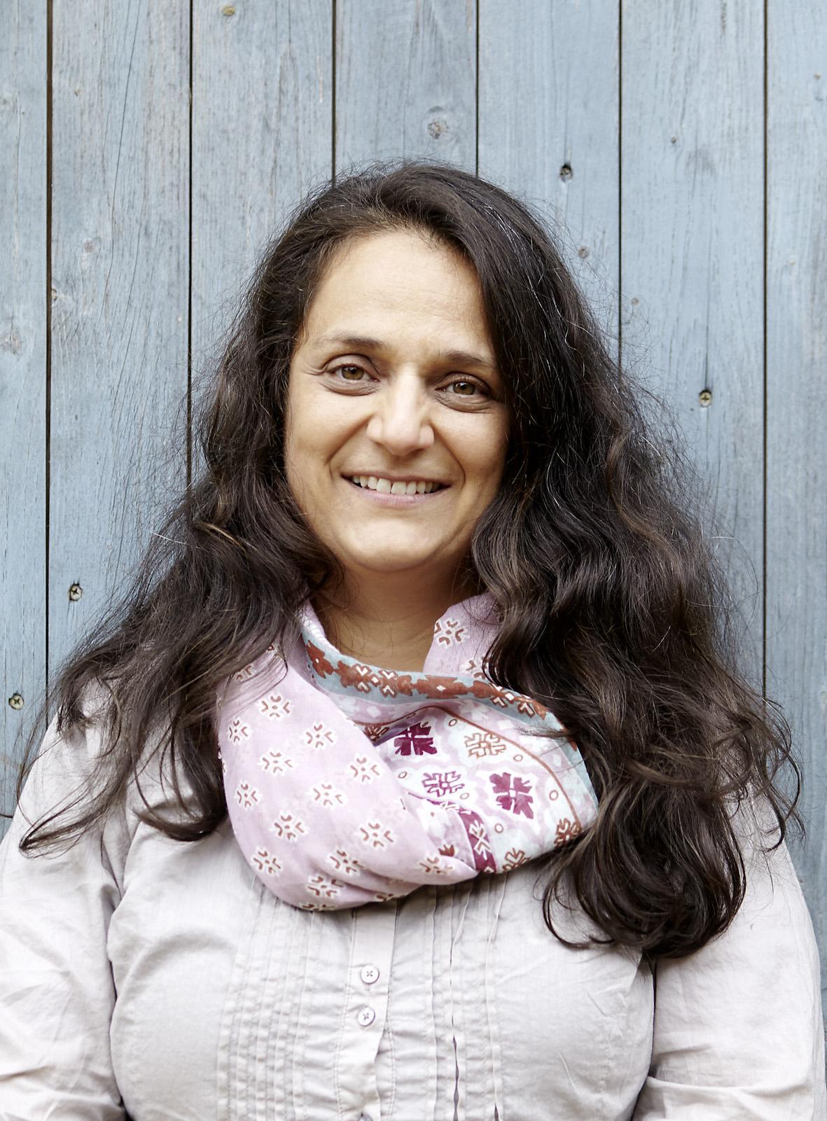 """Hilal Sezgin, geboren 1970, studierte Philosophie und lebt als freie Schriftstellerin und Publizistin in der Lüneburger Heide. Im vergangenen Jahr erschien von ihr u.a. Artgerecht ist nur die Freiheit. Eine Ethik für Tiere oder Warum wir umdenken müssen im Verlag C.H. Beck. Sie ist Gastautorin von """"10 nach 8""""."""