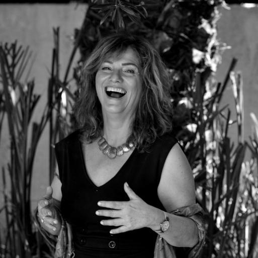 """Anita Haviv-Horiner, 1960 in Wien geboren, lebt in Israel und ist freiberufliche Bildungsexpertin mit Schwerpunkt auf dem deutsch-israelischen Dialog. Gegenwärtig arbeitet sie an der Publikation """"Grenzen-los? – Deutsche in Israel und IsraelInnen in Deutschland"""", die 2016 bei der bpb erscheinen wird. Sie ist Gastautorin von """"10 nach 8""""."""