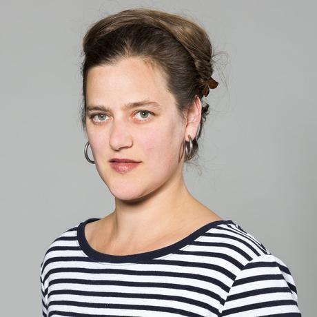 """""""Ocean's 8"""": Catherine Newmark lebt in Berlin und arbeitet als Kulturjournalistin mit Schwerpunkt Film, Philosophie und Geisteswissenschaften. Sie ist Autorin und Redakteurin bei Deutschlandfunk Kultur und beim """"Philosophie Magazin"""" sowie Mitglied der Redaktion von """"10 nach 8""""."""