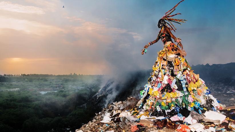 LagosPhoto Festival: Dämonen aus Müll und Süßwaren