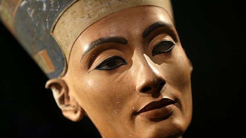 Tal der Könige: Die weltberühmte Büste der Nofretete steht zur Zeit im Neuen Museum in Berlin. Aber wo ist ihre Mumie?