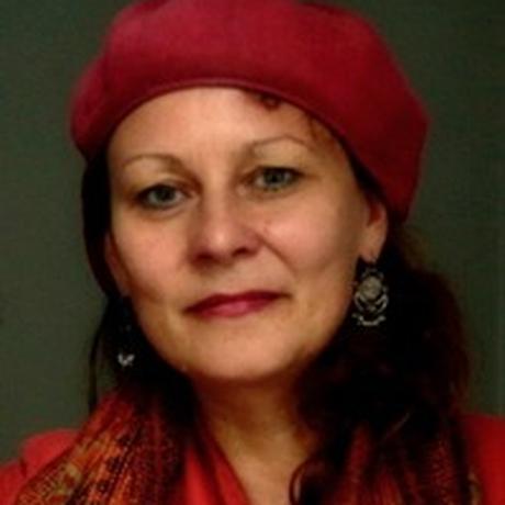 """Proteste in Chile: Cordelia Dvorák ist Film- und Theaterregisseurin. Sie hat lange in Lateinamerika gelebt und gearbeitet. Dort ist u.a. ihre Foto- und Videoarbeit """"Visiones desde la memoria femenina"""" über die weibliche Erinnerung in den post-diktatorischen Ländern Südamerikas entstanden, die im Museo de la Memoria in Santiago de Chile, in Mexiko City, in der Gesellschaft für Aktuelle Kunst und im HAU in Berlin ausgestellt wurde. Im Moment arbeitet sie an einem Spielfilm zu einer weiblichen Version des Odysseus-Mythos. Sie ist Gastautorin von """"10nach8""""."""