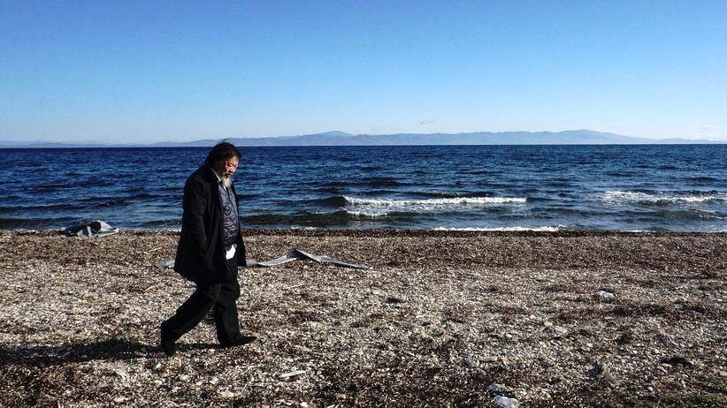 Flüchtlinge: Der Künstler Ai Weiwei auf Lesbos, wo er ein Mahnmal für die Ertrunkenen errichten will.